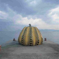 Giant pumpkin by Yayoi Kusama on Naoshima island in Japan. Tadao Ando, Land Art, Giant Pumpkin Seeds, Yayoi Kusama Pumpkin, Naoshima Island, Hirshhorn Museum, Kagawa, Action Painting, Art Sites