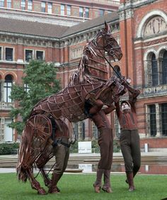 Good news: V&A (Victoria and Albert museum, London) acquires the original Joey puppet from the National Theatre's West End stage production of War Horse. Puppet Costume, Marionette Puppet, Puppets, National Theatre, Horse Sculpture, Horse Art, Horse Head, The V&a, Jolie Photo