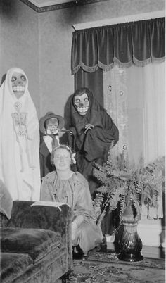 Vintage Hallowe'en is way scarier than today.