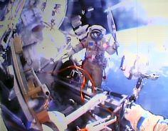 Dos astronautas rusos salieron al espacio con la #antorchaolímpica, en un hecho sin precedentes.