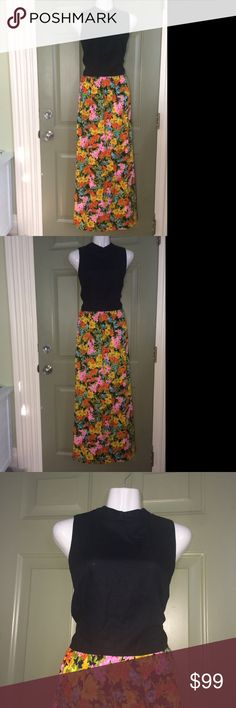 "VINTAGE💗TORI RICHARDS LONG FLOWY MAXI DRESS EUC❤️ 💗PRETTY VINTAGE DRESS Women's Small/Medium. 💗BUTTONS. 💗EXCELLENT CONDITION. 💗Quality Vintage piece. ❤️RARE TORI RICHARDS HONOLULU VINTAGE DRES💗VERY FLATTERING. ❤️One of a Kind! Look & Feel Beautiful in this Unique Piece:). APROX.Measurements Chest 18.5"". length 55"". unlined. tag:gunne sax gune sax,retro,maxi longline,long sleeves,flowers,collar.70s 60s boho bohemian,Jackie O, Kennedy,classic Hollywood,tropical Hawaii vacation summer…"