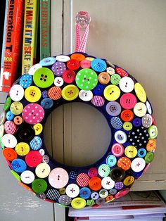 Easy making button wreaths