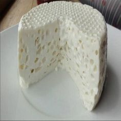 Compartilhe isso!  Ingredientes 2 litros de leite integral 1 1/2 xícara (café) de vinagre branco 1 colher (sopa) de margarina Sal a gosto Preparo 1 – Em uma panela, ferva o leite, após desligue o fogo e acrescente o vinagre. 2 – Aguarde por 5 minutos para coalhar/talhar. 3 – Coe esse leite em …