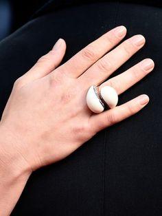 Je jünger und besser die Hände aussehen, desto jugendlicher wirken Sie generell. Wir haben 4 Tipps für jünger aussehende Hände.