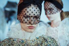 En backstage du défilé Giambattista Valli haute couture printemps-été 2015 http://www.vogue.fr/mode/inspirations/diaporama/fwhc15-en-backstage-du-dfil-giambattista-valli-haute-couture/18769/carrousel#4