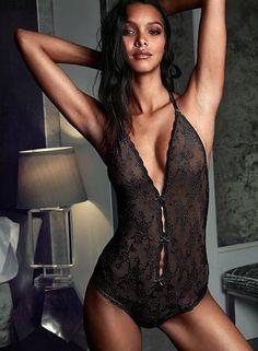 Laís Ribeiro usa lingerie transparente no ensaio Foto: Divulgação