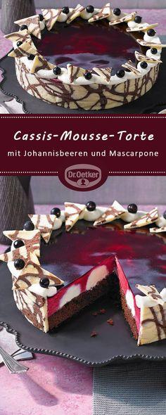Cassis-Mousse-Torte: Dekorative Torte mit einer Mousse aus schwarzen Johannisbeeren und Mascarpone-Creme-Tupfen cookies and cream cookies christmas cookies easy cookies keto cookies recipes easy easy recipe ideas no bake Beef Pies, Mince Pies, Torte Au Chocolat, Cake Recipes, Dessert Recipes, Flaky Pastry, Mousse Cake, Food Cakes, Yummy Cakes