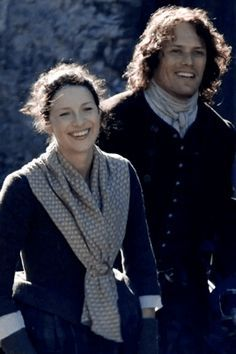 Outlander: Jamie and Claire Sam Heughan Outlander, Outlander Gifs, Outlander Season 2, Outlander Tv Series, Diana Gabaldon Outlander Series, Sam And Cat, Tartan, Dragonfly In Amber, Jamie Fraser