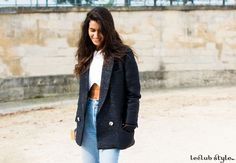 Womenswear Street Style by Ángel Robles. Chiara Totire at Jardin des Tuileries. Fashion Photography from Paris Fashion Week. Redifining a classic blazer with high-waisted jeans and white crop top.
