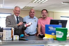 Leeds United heroes help Leeds branch raise hundreds for Macmillan