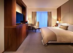 A bedroom at the Langham Place New York Fifth Avenue