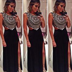 Já postamos aqui uma vez mas esse vestido é tão lindo que resolvemos repostar. 😊💜💜💜 Na foto, @scardsconvites veste Adriana Barra, vestido Pássaro. Alugue pelo site: www.dressandgo.com.br #dressandgo #adrianabarra #black #deuso #alugueagora