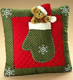 Surround yourself with beauty. Christmas Booth, Christmas Sewing, Christmas Makes, Christmas Art, Christmas Ornaments, Christmas Cushions, Christmas Pillow, Sewing Crafts, Sewing Projects