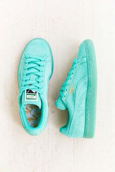 Puma Monochrome Suede: Turquoise a million times yes! Sneakers Vans, Converse, Suede Sneakers, Pumas Shoes, Platform Sneakers, Cute Shoes, Me Too Shoes, Basket Tennis, Baskets