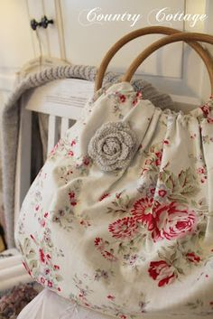 love the fabric, shape and handles she used