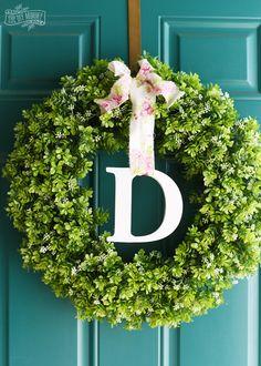 Make a Simple Spring Monogram Wreath with the Cricut Explore Air! --->  #cricutmade #ad