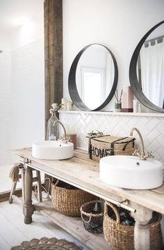 Rachel Stylist, ihr Interieur macht Träumer zu In. Home Interior, Bathroom Interior, Interior Design Living Room, Bad Inspiration, Bathroom Inspiration, Bad Styling, Cottage Style Bathrooms, Rustic Wooden Table, Bathroom Styling
