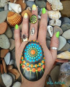 "539 Beğenme, 10 Yorum - Instagram'da Yulia (@yuliart.dots): ""#YuliaArtDots #paintedstones #seapeabbles #sea #pebble #rock #stone #dots #dotting #mandala…"""