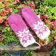 Ravelry: Oktoberstjerne votter pattern by MaBe Ravelry, Gloves, Winter, Pattern, Design, Fingerless Gloves, Tricot, Winter Time, Patterns