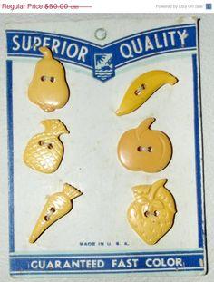 6 Vintage Bakelite buttons