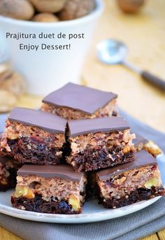 Vegan chocolate & vanilla bars Vegan Chocolate, Chocolate Desserts, Vegan Desserts, Baby Food Recipes, Cake Recipes, Dessert Recipes, Easter Pie, Good Food, Yummy Food
