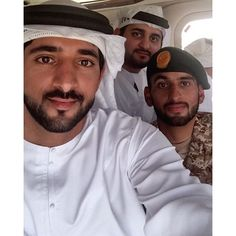 Hamdan, Maktoum y Ahmed bin Mohammed bin Rashid Al Maktoum, graduación de Ahmed, 04/05/2016. ¡Felicidades!. Vía: faz3