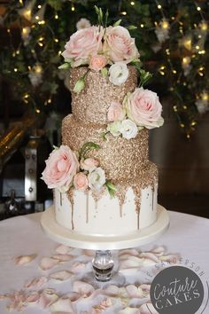 Gold Sequin Wedding Cake: Serves 80 portions, Price cat C, plus flowe. - Gold Sequin Wedding Cake: Serves 80 portions, Price cat C, plus flowers Best - Beautiful Wedding Cakes, Beautiful Cakes, Best Wedding Cakes, Pink Wedding Cakes, Wedding Cake Vintage, Wedding Cake Flowers, Pink Cakes, Cheesecake Wedding Cake, Quince Cakes