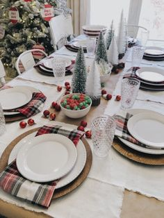 Why Decorating A Kids Christmas Table Shouldn't Be Complicated — She Gave It A Go – Unique Christmas Decorations DIY Rose Gold Christmas Decorations, Christmas Table Settings, Christmas Tablescapes, Christmas Dining Table, Deco Table, A Table, Dinner Party Table, Dinner Parties, Farmhouse Christmas Decor