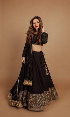 Black And Gold Lehenga, Garba Dress, Chanya Choli, Gown Suit, Blouse Outfit, Long Blouse, Lehenga Choli, Designer Dresses, Indian