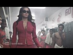 When Angie Harmon enter Frankie Muniz's school for the help of a secret mission. Angie Harmon looking very hot and gorgeous. Hollywood Movies 2018, Cody Banks, Frankie Muniz, Kyokushin, Angie Harmon, Marvel Villains, John 3, Popular Videos, Action Movies