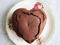 chocolate-sponge-cake-heart-shape-54cee2d62934b