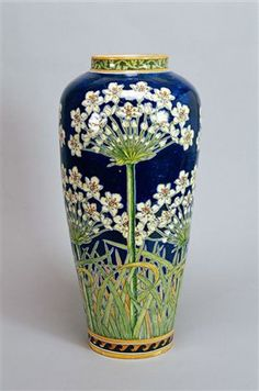La ceramica italiana del Novecento, Fabbrica Fratelli Minardi, Faenza, con fiori d'aglio, 1908 c, Museo Internationale della Ceramiche in Faenza