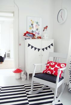 My second hand life Girl Room, Girls Bedroom, White Kids Room, Painted Bunting, Black And White Theme, Modern Vintage Homes, Striped Rug, Marimekko, Toddler Bed