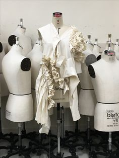 Draping Fashion Moda, Fashion Art, High Fashion, Fashion Show, Fashion Design, Textiles, Irina S, Pattern Draping, Ruffles