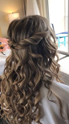 Half up half down hair styles ideas - - Half up half down hair styles ideas Peinado cabello largo ondulado Quince Hairstyles, Easy Hairstyles For Medium Hair, Hairstyles For School, Down Hairstyles, Braids With Curls Hairstyles, Matric Dance Hairstyles, Wedding Hairstyles Long Hair, Pageant Hairstyles, Bride Hairstyles For Long Hair
