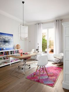 Need some feminine and fabulous home office inspiration? Take a look at these…