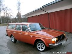 Volvo 245 DL (1976) ..: classic colour and shape :..