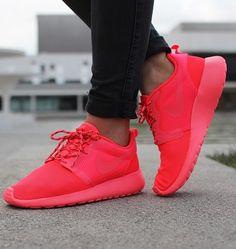 91d00df9ee6b Nike wmns Roshe Run Hyp Sneaker (Laser Crimson   Laser Crimson - Black -  Volt)