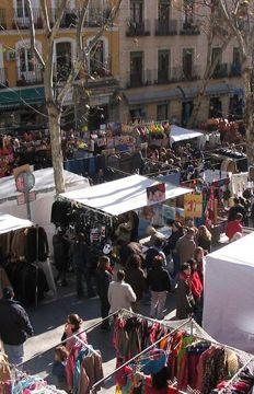 El Rastro, el mercadillo dominical de productos vintage de Madrid. Una parada obligada   Madrid