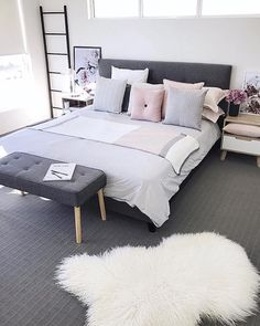 25 Home Decoration Organization and Storage Tips Latest Interior Design Ideas. Best European style homes revealed. The Best of home interior in Young Woman Bedroom, Living Room Decor, Bedroom Decor, European Style Homes, Home Trends, Bedroom Inspo, Lofts, Beautiful Bedrooms, Dream Bedroom