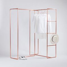 Fashion show display clothing rail made of copper pipe FREE carrying case Boutique Interior, Copper Diy, Clothing Displays, Fashion Displays, Shop Displays, Merchandising Displays, Support Mural, Garment Racks, Store Design