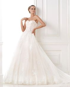 Pronovias 2018 / The wisdom and skill of expert seamstresses transform fine fabrics into haute couture designs. These wedding dresses are pure magic. Pronovias has designed a collection to enchant not only romantic, classic brides, but also modern. Princess Bride Dress, Princess Style Wedding Dresses, Wedding Outfits For Women, White Wedding Gowns, Applique Wedding Dress, 2015 Wedding Dresses, Elegant Wedding Dress, Cheap Wedding Dress, Princess Wedding