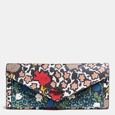 COACH SOFT wallet in mixed yankee floral print coated canvas. Coach Wallet, Wallets For Women, Leather Wallet, Leather Bags, Coach Bags, Soft Leather, Purses And Bags, Floral Prints, Handbags