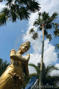 kwan yin in thailand | Een bodhisattva Kwan -kwan-yin beeldhouw in Thailand