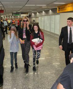 Kate Moss chega ao Brasil acompanhada pelas filhas - http://celegram.com.br/kate-moss-chega-ao-brasil-acompanhada-pelas-filhas/