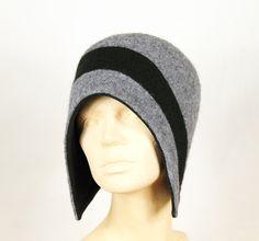 Mütze aus grauem und schwarzem Walkloden von Sirkka Design Hüte auf DaWanda.com