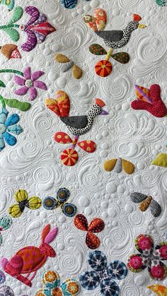 beautiful machine quilting on an applique' quilt!
