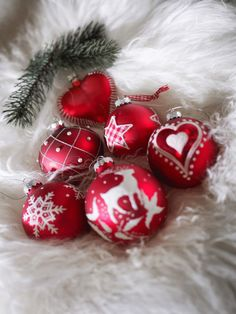 white and red ornaments..I love them