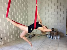 Manta Ray by Stephanye of Ajna Life Aerial yoga & dance in the hammock… Aerial Yoga Hammock, Aerial Dance, Aerial Silks, Anti Gravity Yoga, Air Yoga, Pole Dancing Fitness, Yoga Pictures, Yoga Dance, Yoga Poses For Beginners