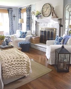Looking for for ideas for farmhouse living room? Check out the post right here for cool farmhouse living room inspiration. This farmhouse living room ideas seems to be completely superb. Fall Living Room, Coastal Living Rooms, Home And Living, Living Room Decor, Small Living, Cottage Living, French Country Bedrooms, French Country Living Room, Southern Living